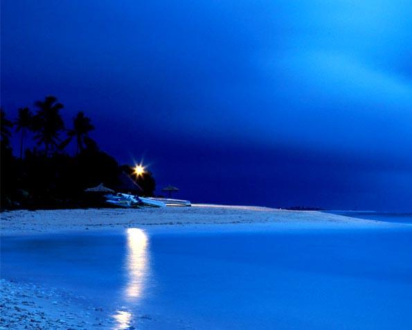 Obrázek na plochu v rozlišení 1280 x 1024 - Poslední světlo na pláži