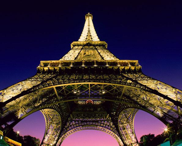 Obrázek na plochu v rozlišení 1280 x 1024 - Eiffelova věž v Paříži