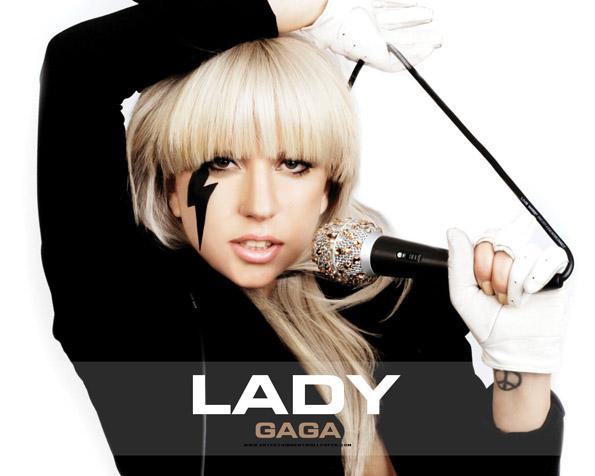 Obrázek na plochu v rozlišení 1280 x 1024 - Lady Gaga v černobílé kombinaci
