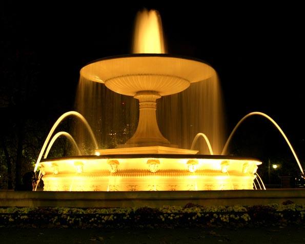 Obrázek na plochu v rozlišení 1280 x 1024 - Osvětlená fontána