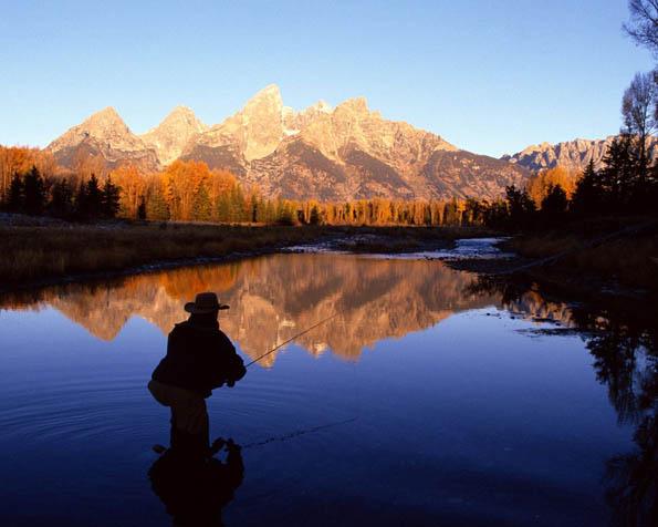 Obr�zek na plochu v rozli�en� 1280 x 1024 - Ryba�en� na �ist� �ece ve Wyomingu USA