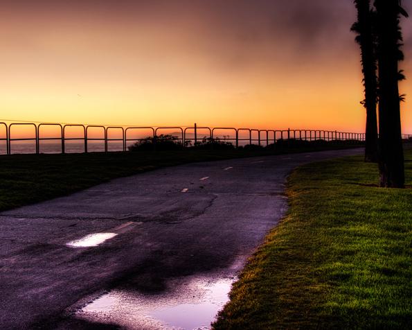 Obrázek na plochu v rozlišení 1280 x 1024 - Cesta u pláže při západu slunce
