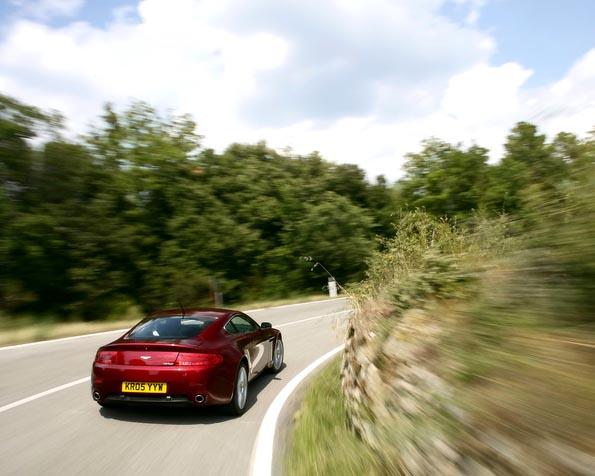 Volba: tapeta v rozlišení 1280 x 1024 - Aston Martin 3