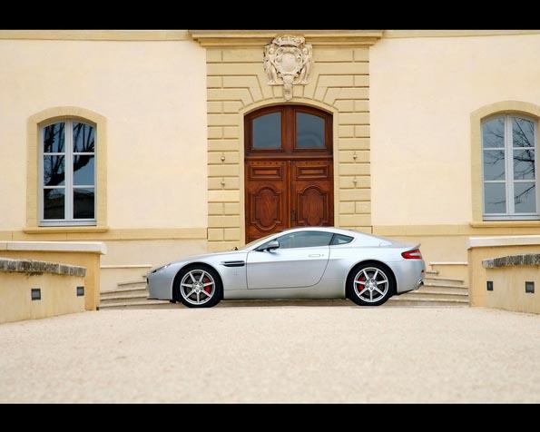 Obrázek na plochu v rozlišení 1280 x 1024 - Aston Martin 5