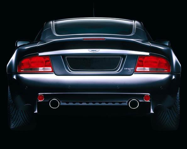 Obrázek na plochu v rozlišení 1280 x 1024 - Aston Martin 6