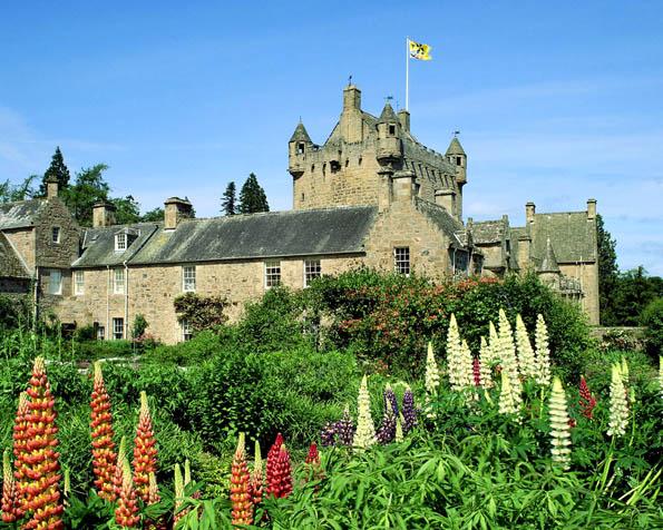 Obr�zek na plochu v rozli�en� 1280 x 1024 - Cawdor Castle ve Skotsku