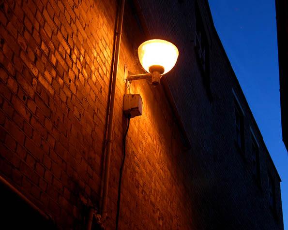 Volba: tapeta v rozlišení 1280 x 1024 - Pouliční lampa v noci