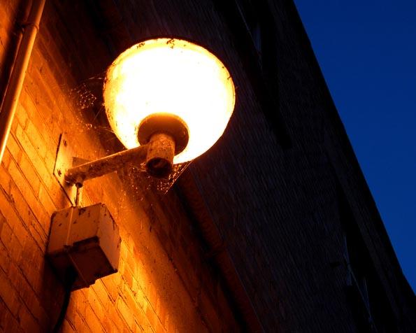 Obrázek na plochu v rozlišení 1280 x 1024 - Pouliční lampa v noci 2