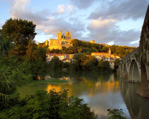 Obrázek na plochu v rozlišení 1280 x 1024 - Katedrála Saint Nazaire Languedoc Roussillon Francie