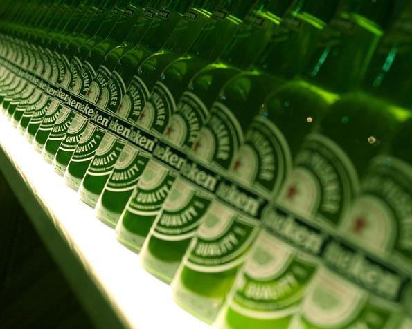 Volba: tapeta v rozlišení 1280 x 1024 - Řada Heinekenů