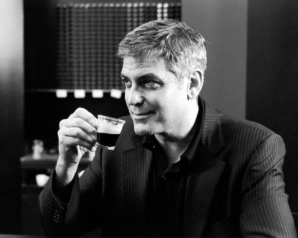 Volba: tapeta v rozlišení 1280 x 1024 - George Clooney s šálkem kávy