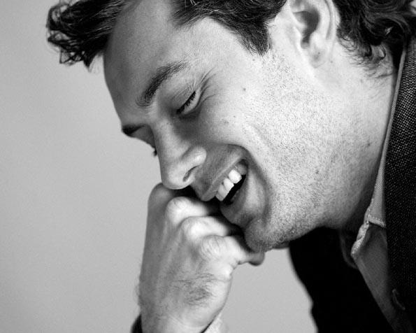 Obrázek na plochu v rozlišení 1280 x 1024 - Usměvavý Jude Law