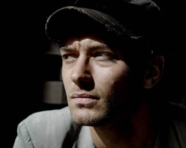 Volba: tapeta v rozlišení 1280 x 1024 - Jude Law v čepici