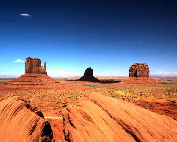Obrázek na plochu v rozlišení 1280 x 1024 - Údolí monumentů