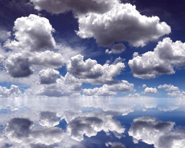 Obrázek na plochu v rozlišení 1280 x 1024 - Mraky přes moře
